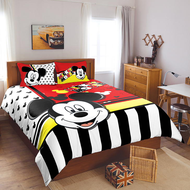 Spaces Cotton Double Bed Sheets in Red And Black Colour by Spaces