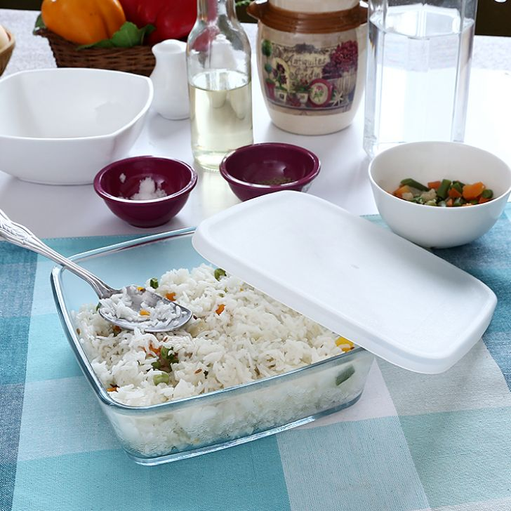 Borosil Baking Dish With Plastic Lid (800 ml) Glass Baking Moulds in Transparent Colour by Borosil