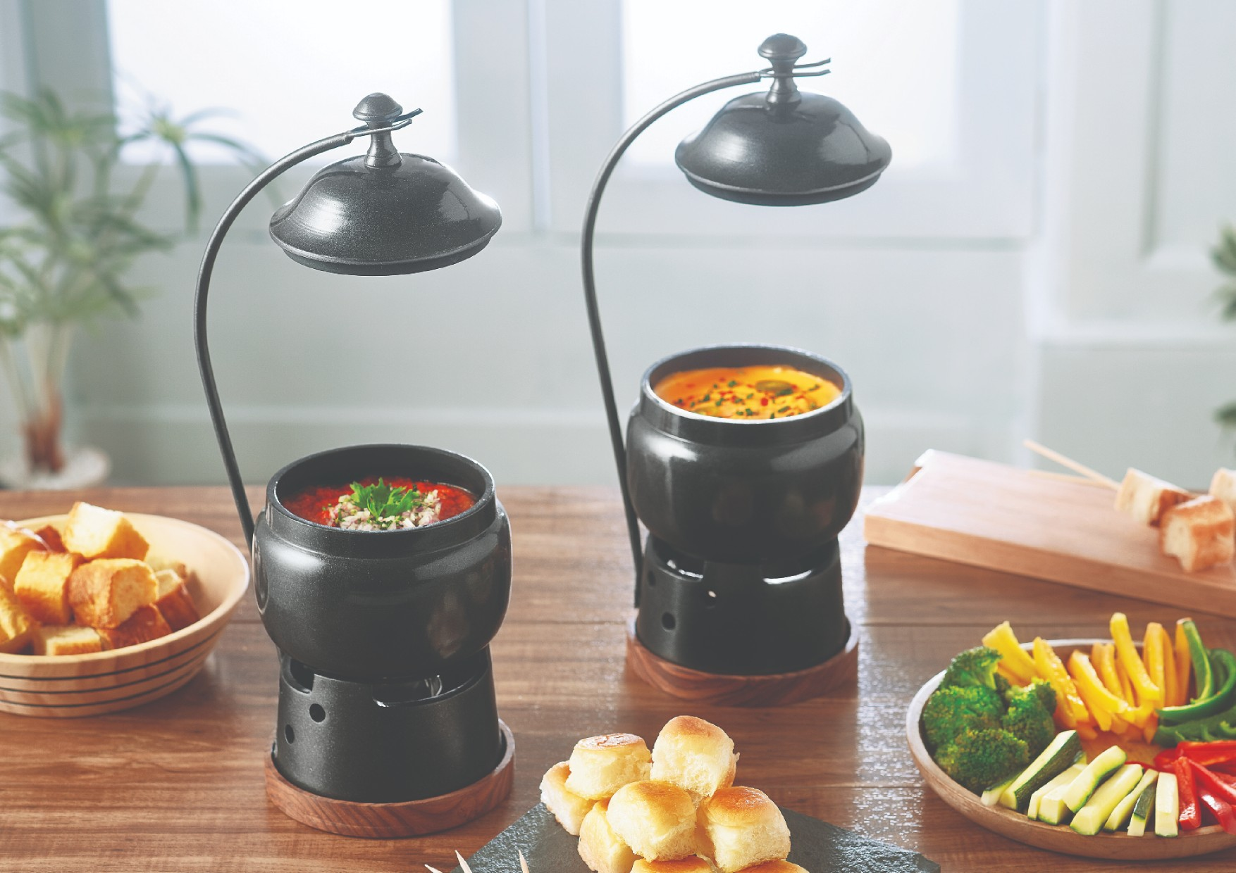 Fondue Pot W. Hanging Lid Metal Serving Sets in Black Colour by Songbird